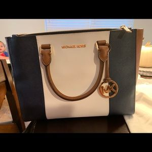 Michael kors handbag. Never used perfect condition